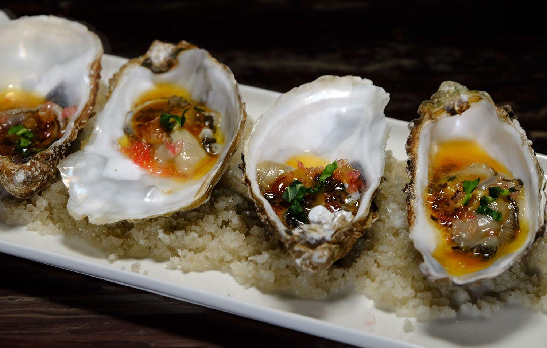 Huîtres au beurre d'échalote et ciboulette, citron caviar