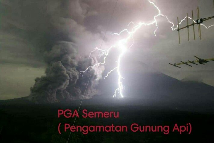 Semeru - Pyroclastic flow over 3-4 km from 12/01/2020 / 01:23 am - photo PGA Semeru @cakyo_saversemeru