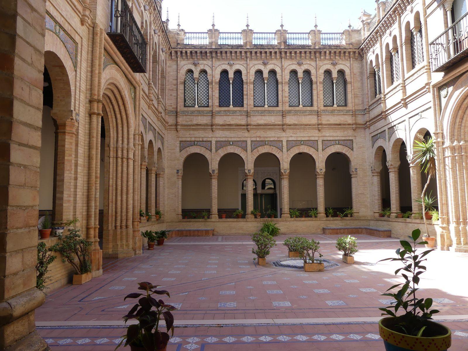 Le musée des arts et traditions. Un superbe bâtiment. Les différents métiers montrés sont intéressants