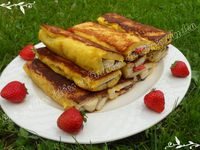 Sandwich de pain perdu aux fruits et chocolat croustillant