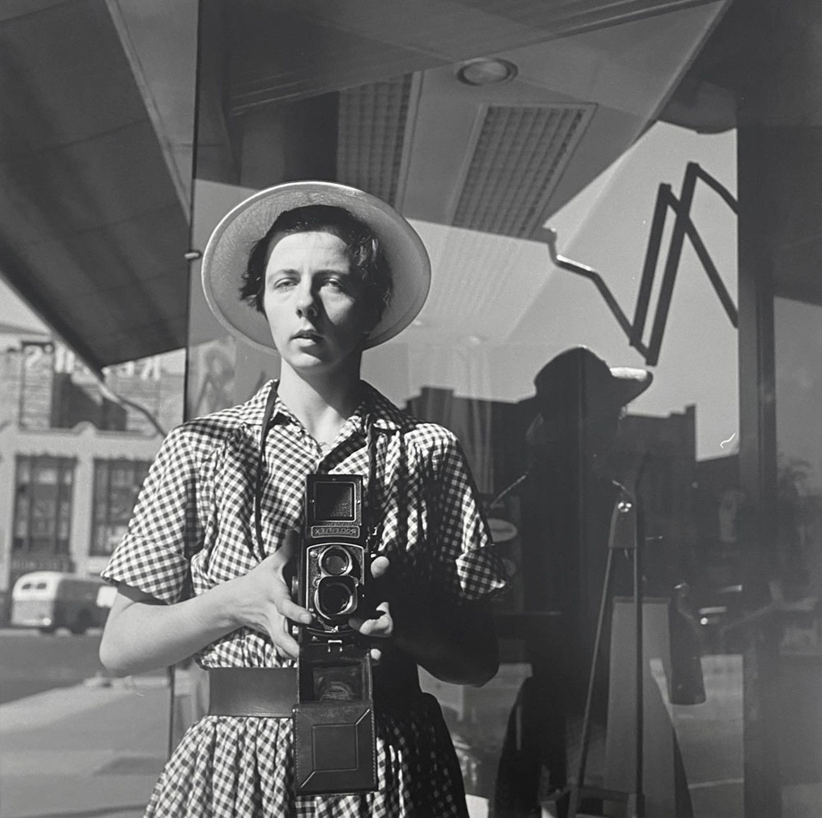 """Self-portrait"", 1954 de Vivian MAIER - Courtesy Les Douches la Galerie Paris"