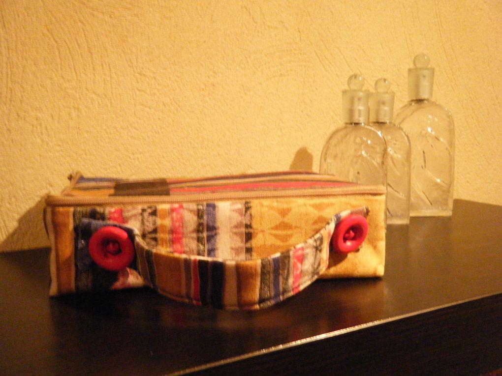 collection de sacs brodés (ou pas) sans compter ceux que j'ai offerts, visibles sur mon ancien blog.