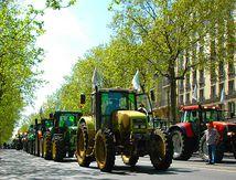 1.500 tracteurs ont envahi Paris !!!