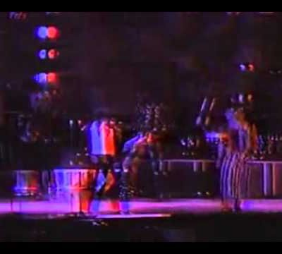 Shake your body down to the ground - live à Yokohama (26/09/1987)