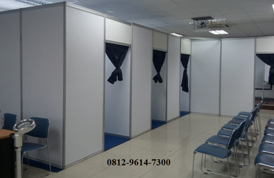 Panel R8, Sekat R8, Sewa Panel R8, Sewa Fitting Room