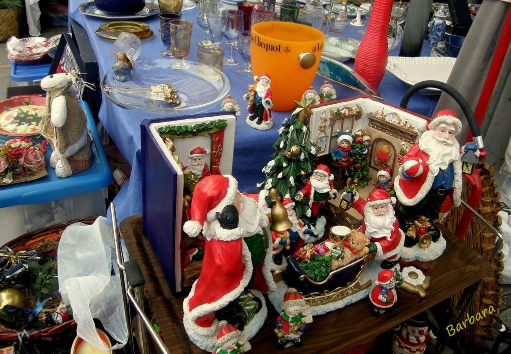Il piacere di curiosare tra le tante cose esposte al mercatino della domenica al BORGHETTO FLAMINIO di Roma