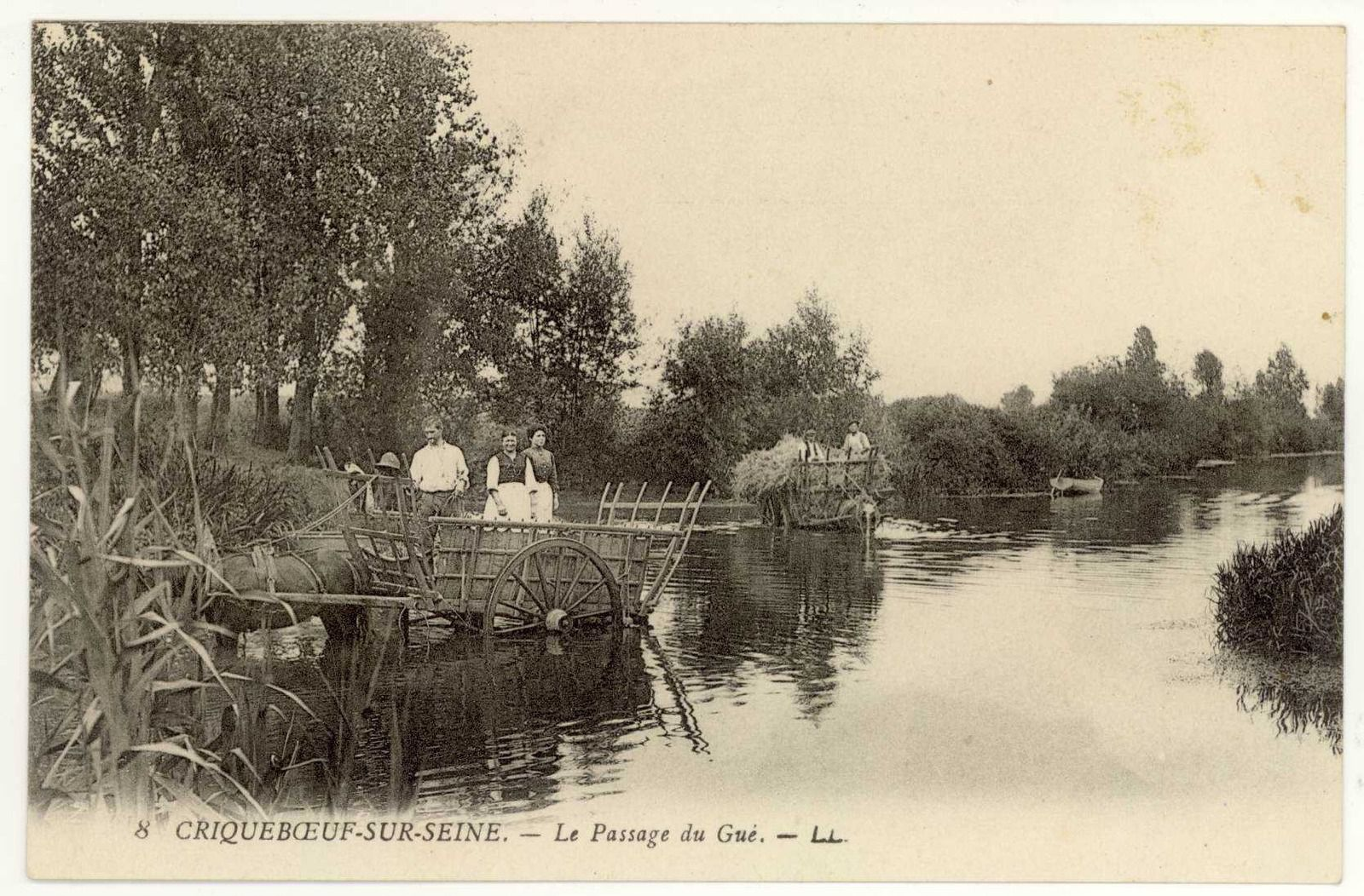 Cartes postales issues des fonds des Archives départementales de l'Eure.