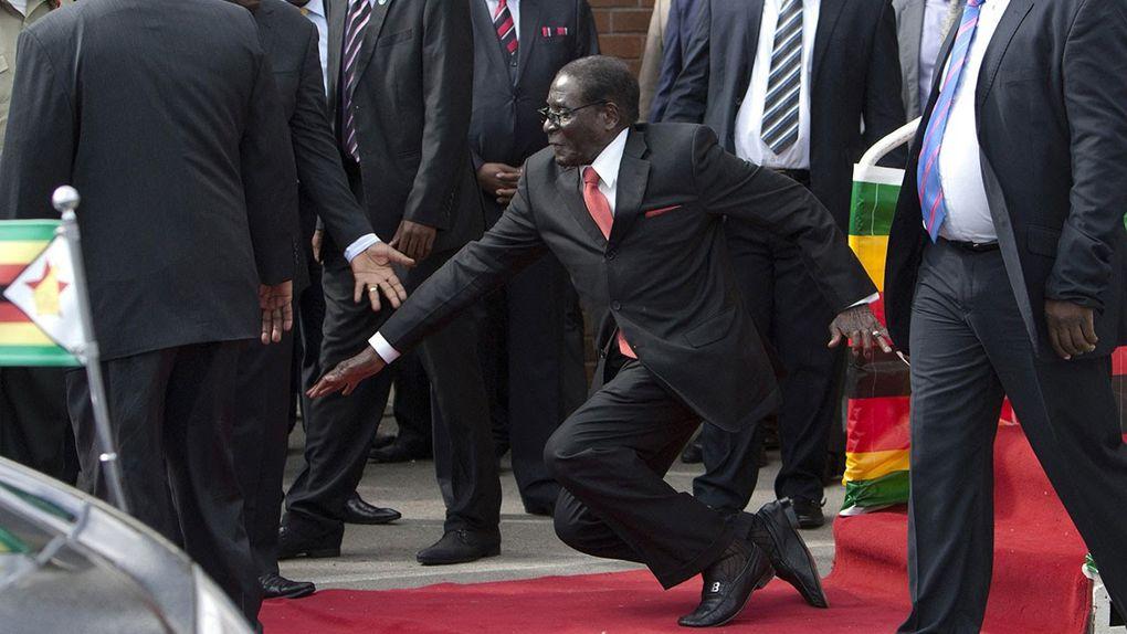 Imágenes de dinosaurio de Harare, Robert Mugabe.- El Muni.