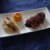 Magret de canard en croûte de pain d'épices, réduction au Pineau