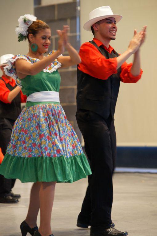 Suite et fin de ce beau spectacle. Allez au festival des cultures du monde à Gannat du 20 au 30 juillet 2012 http://www.cultures-traditions.org/tags/festival%20de%20Gannat/