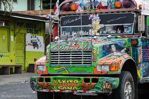 """Mille et une photos du Panama - Les bus """"Diablos rojos"""" de Portobelo"""