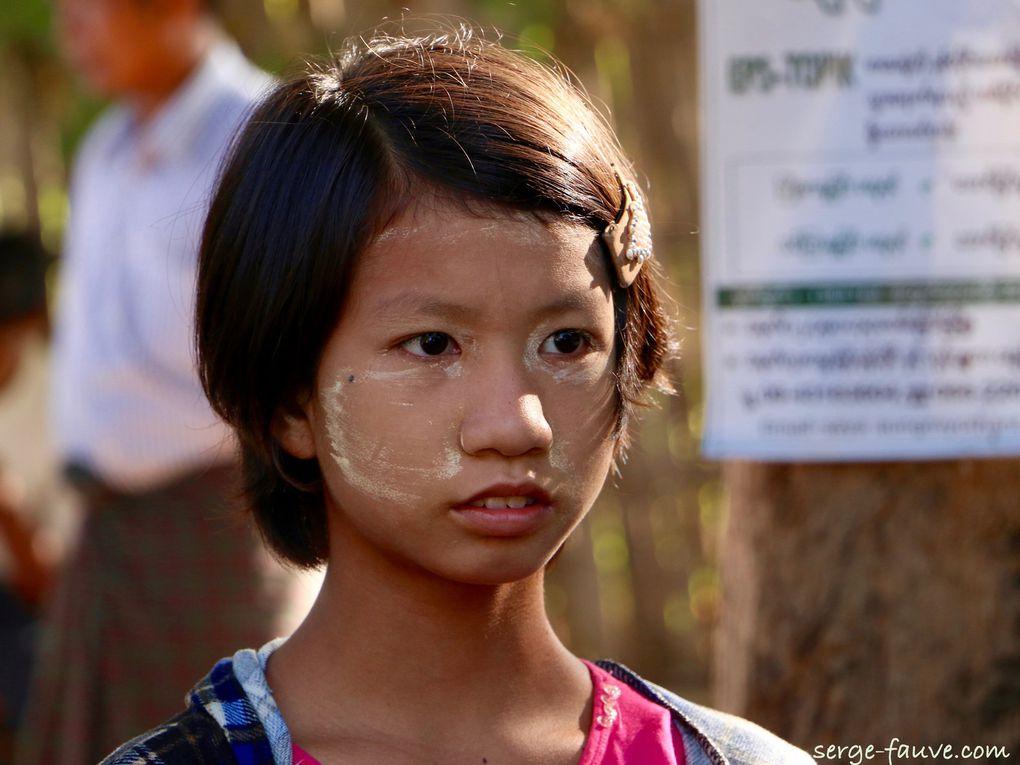 Exposition à Conie : découvrez mes 12 portraits de Birmanes