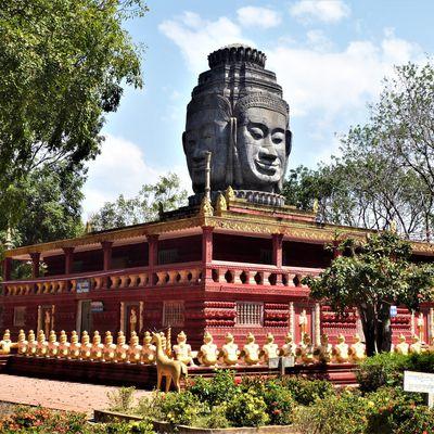 Kompong Cham (2) ... En tuk-tuk dans la région : des temples et un village-musée