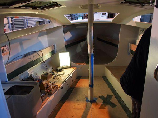 La construction d'un voilier RM de A à Z - pose du pont, peinture de coque et aménagement intérieur (3/3)