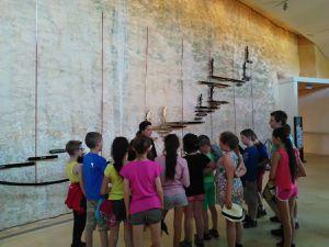 Après un petit déjeuner copieux,  nous commençons cette troisième journée par la visite du musée national de préhistoire où sont regroupés de nombreux outils, bijoux, ossements de l'époque préhistorique.