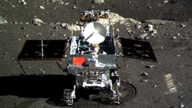 """Le """"lapin de Jade"""" envoie des images du sol lunaire."""