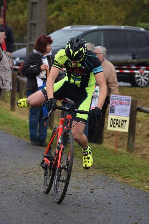 Johann Rigoulay (ES Auneau) vainqueur de la course espoirs et séniors d'Ezy sur Eure (27)