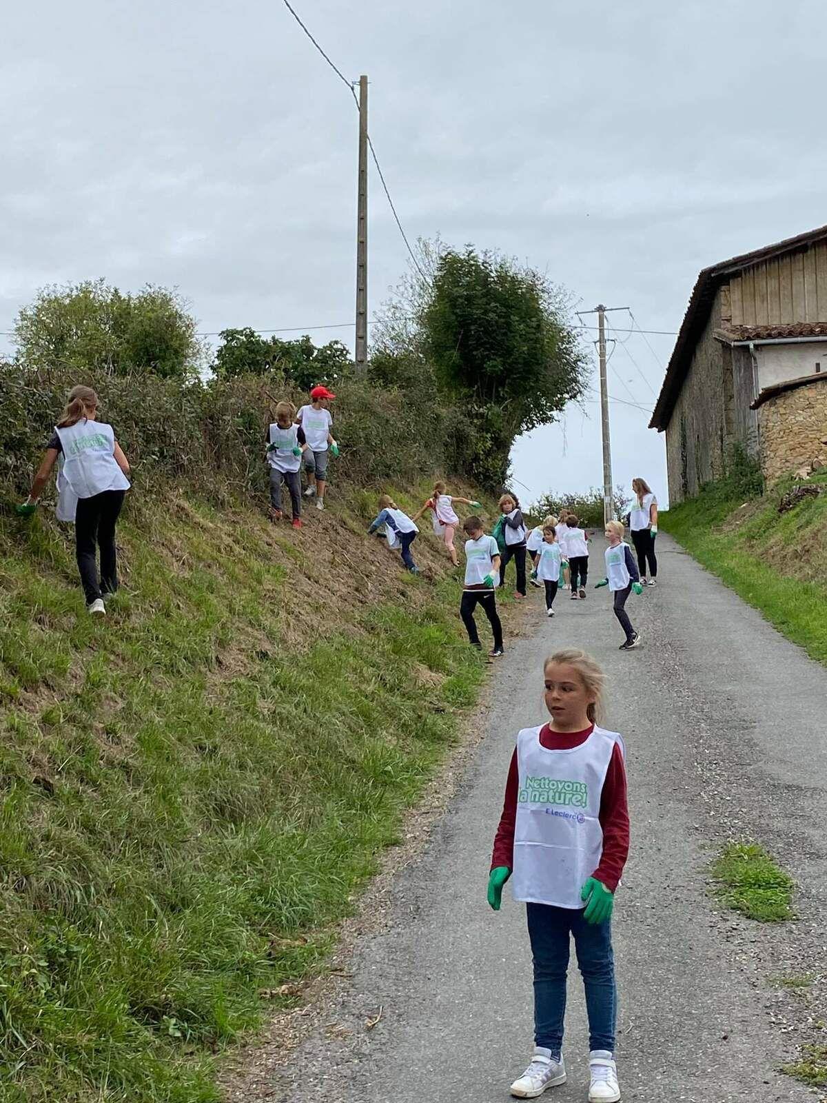 Cagire - Garonne - Salat - NETTOYONS LA NATURE  Les enfants se mobilisent autour de leurs écoles.
