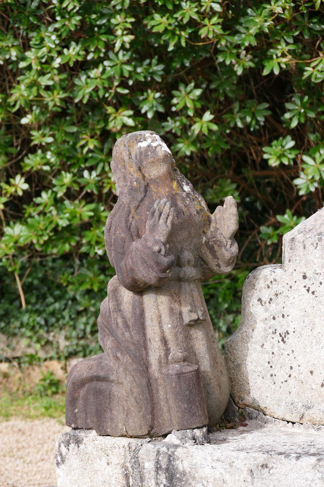 Marie-Madeleine (kersanton, Prigent, v.1555). Calvaire du cimetière bas de La Forest-Fouesnant. Photographie lavieb-aile 2021.