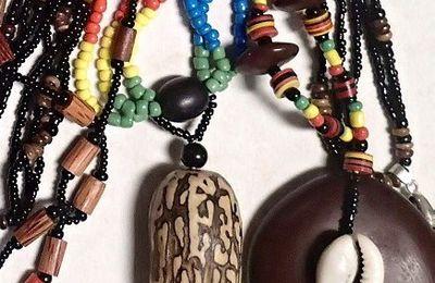 Perles industrielles et artisanales, graines et matières naturelles