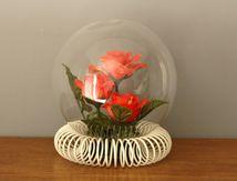 Fleur sous globe/ boule de verre Le Rosarium Kitch Années 60 - Vintage