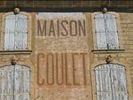 Pézenas: la maison Coulet, mur peint et mascarons