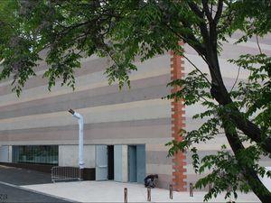 l'entrée ne se fera plus par le boulevard mais par le parking des marroniers.