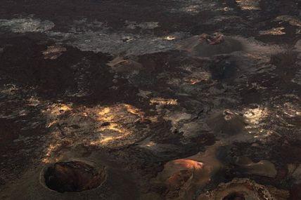 Aujourd'hui, je vous emmène au cœur de l'enclos du Piton de la Fournaise, précisément sur le flanc Sud du volcan,  zone très active entre 2015 à 2018 ; la dernière éruption dans cette zone date du 15 septembre au 1er novembre 2018.  Depuis, l'activité s'est déplacée sur le flanc Est.  A quand une éruption dans ce secteur ? seule  la Fournaise  le sait....