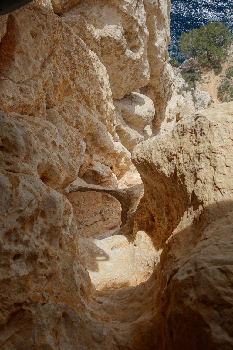 dans L2, sa géologie, son nid et son dévers