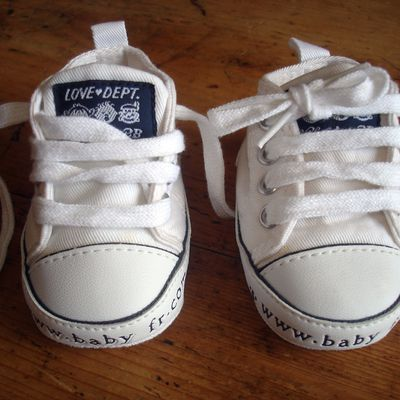 Baskets type Converse blanches - T16/17