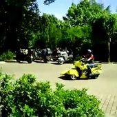 Goldwing Unsersbande - San Gimignano départ d'un side car suisse