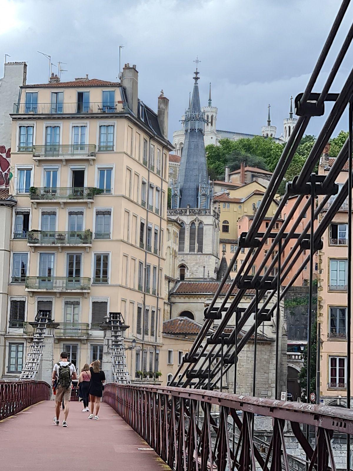 Passerelle Saint Vincent,  vue sur le vieux Lyon