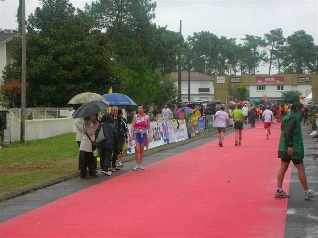 Marathon et duo des Villages en Gironde le 10 octobre 2010...sous la pluie ! Premier marathon pour Frédéric.