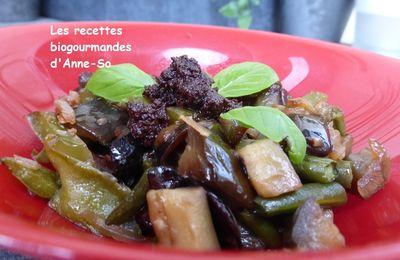 Poêlée d'aubergines, poivrons, olives noires et tapenade