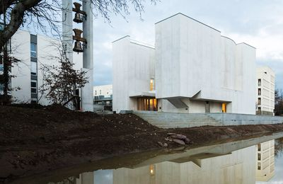 ALVARO SIZA VIEIRA DESIGNED THE NEW CHURCH OF SAINT JACQUES DE LA LANDE IN RENNES, FRANCE