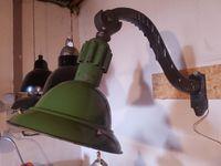 DISPONIBLES. Grandes lampes potence / cuivre / émail d'origne / métal brossé.