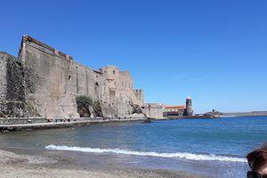 À Collioure, des messages sur les plaques d'égouts pour lutter contre la pollution!  Une idée intéressante pour une prise de conscience!