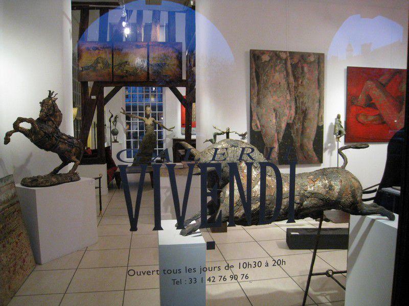 Les magasins d'Art sous les arcades de la place des Vosges, Paris 3ième