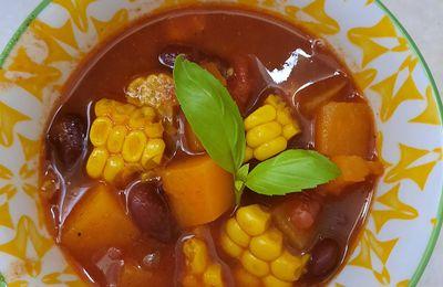 Soupe aux haricots rouges, patates douces et maïs doux