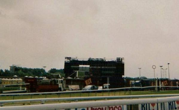 """<p><span style=""""FONT-SIZE: 9pt; COLOR: teal; FONT-FAMILY: Arial"""">Photos prises par Ch'tite K. à Ostend (Belgique) le08 juin 2003 lors du Bounce Tour à l'occasion de la sortie de l'album Bounce en 2002. <p><span style=""""FONT-SIZE: 9pt; COLOR: teal; FONT-FAMILY: Arial"""">Karen <a href=""""mailto:L.-LCLR77@Ostend"""">L.-LCLR77@Ostend</a> 08/06/2003</span></p> </span></p>"""
