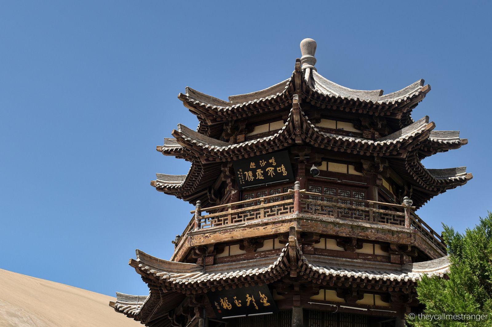 Le désert à Dunhuang (Mingsha Shan 鸣沙山 et Crescent Moon lake 月牙泉)