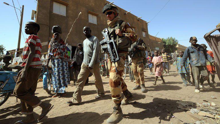Imágenes sobre la inmigración en Mali, donde España aumenta sus efectivos militares para contener a las personas con necesidad de desplazamiento hacia Europa.- El Muni.