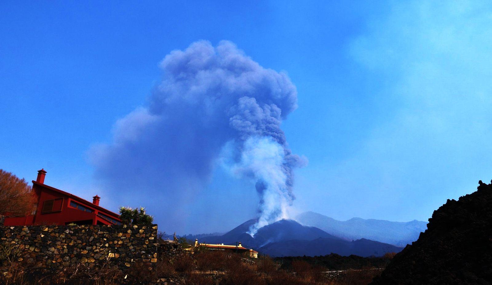 La Palma / Cumbre Vieja - activity increasing as of 07.10.2021 - photo InVolcan