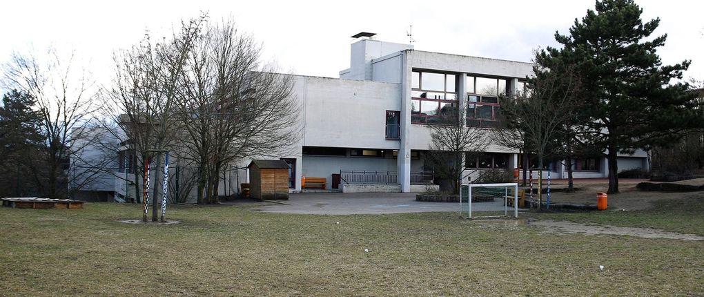 Blick auf Spielgelände und Turnhalle der Veitshöchheimer Außenstelle.