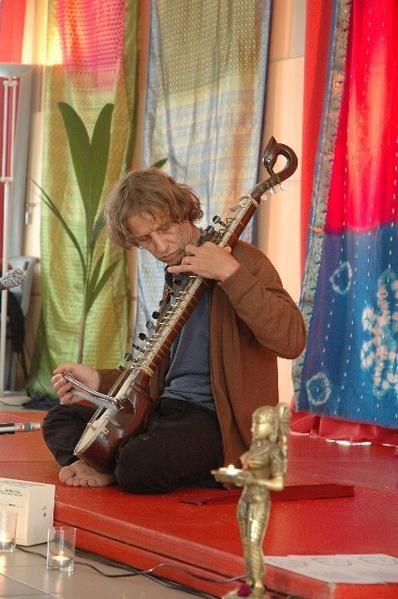 quelques photos du stage en Yoga avec Xuyen, les 29 et 30 sept 2007 àSt Maurice de Cazevieille