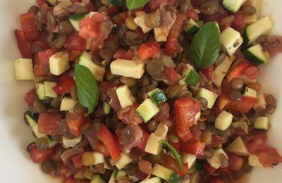 Salade de lentilles blondes aux petits légumes, jambon de Parme et emmental