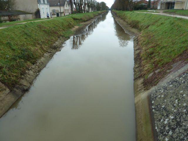 Pourquoi n'y a-t-il pas d'eau dans le canal à l'auberge de jeunesse ?