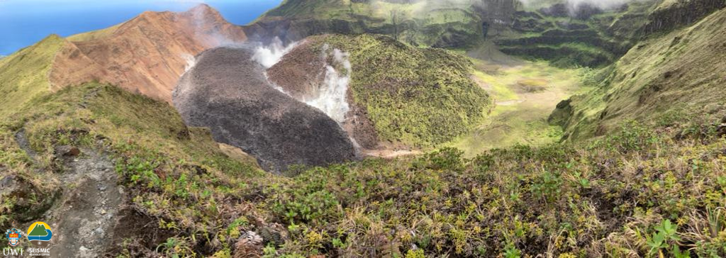 St. Vincent's Soufriere - the crater and its domes before the explosive eruption (photo Prof. Robertson 01.04.2021) and after the explosive eruption, showing still active degassing (photo Miranda Medford vis UWI 23.05.2021) - a click to enlarge