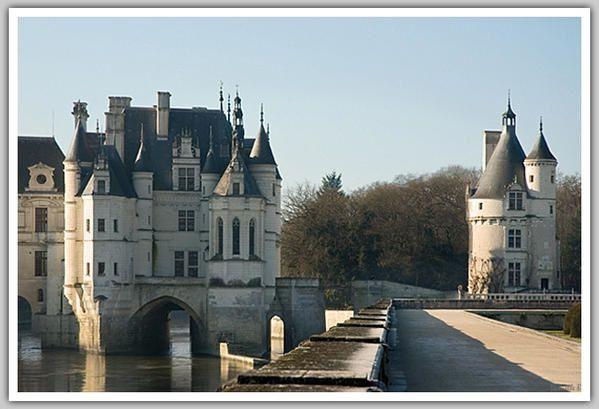 De château en château (France 2008)  -    Célèbres, majestueux, les Châteaux de la Loire émerveillent par leur architecture mais aussi par la richesse de leur histoire. Je vous propose une balade parmi trois des plus beaux châteaux de Franc