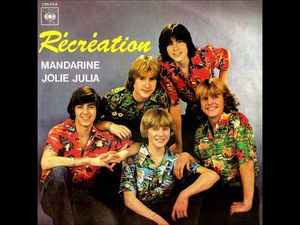 récréation, un groupe de jeunes adolescents qui préfigure les boys band, d'anciens membres du groupe poppys